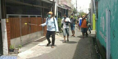 Perangi Covid 19, Yaskum Indonesia Pos Perumnas Tangerang Kota Adakan Penyemprotan Disinfektan