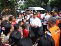 Menko PMK Jenguk Korban Banjir di Kembangan Jakarta